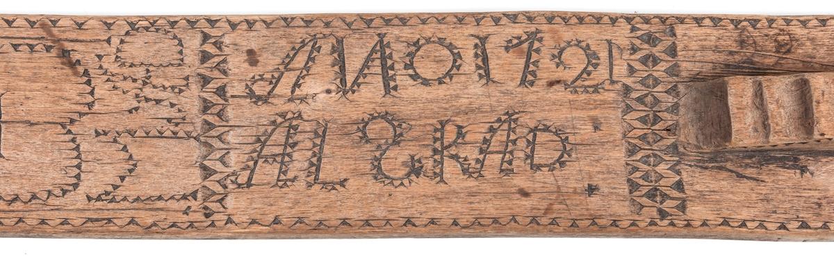 """Mangelträ, mangelbräda, märkt """"ANO 1721 A.L.S.K. A.D. A.A.S. M.A.D."""""""