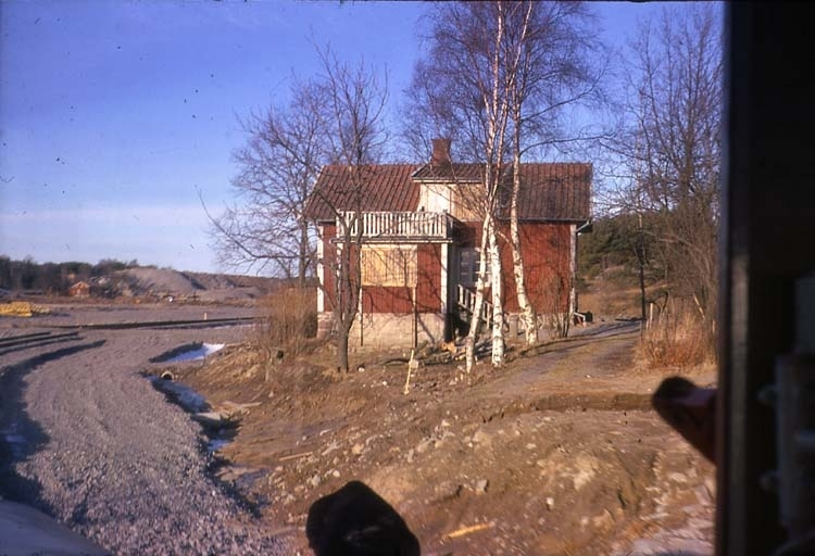 Järnvägsgatan, Röda stugan Essos kontor.