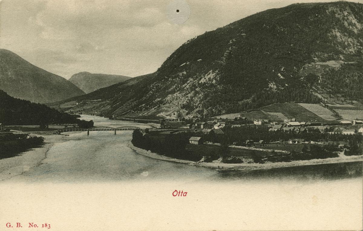 Postkort: Otta, oversiktsbilde med jernbanebrua over Otta