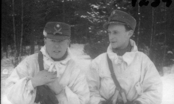 Suneson, styckjunkare och Perfors, fänrik, A 6. Batteri Ekman.