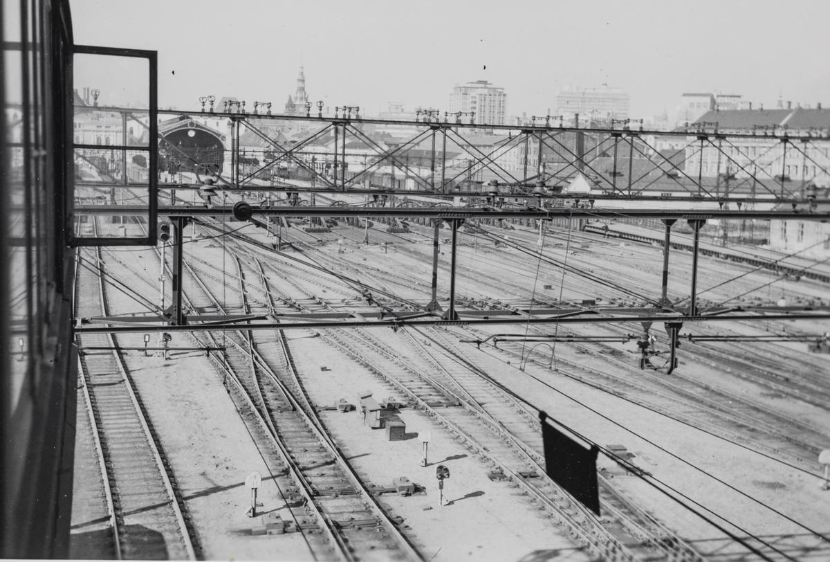 Utsyn mot sporområdet på Oslo Østbanestasjon, sett fra stillverket.