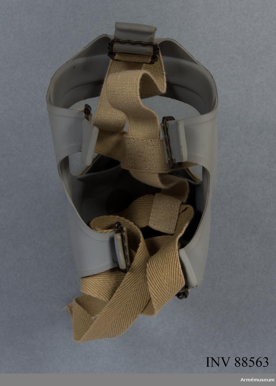 Folkskyddsmask Typ 33, storlek 5 (minst) med tillhörande fodral. Filter tillverkat av FIAB.