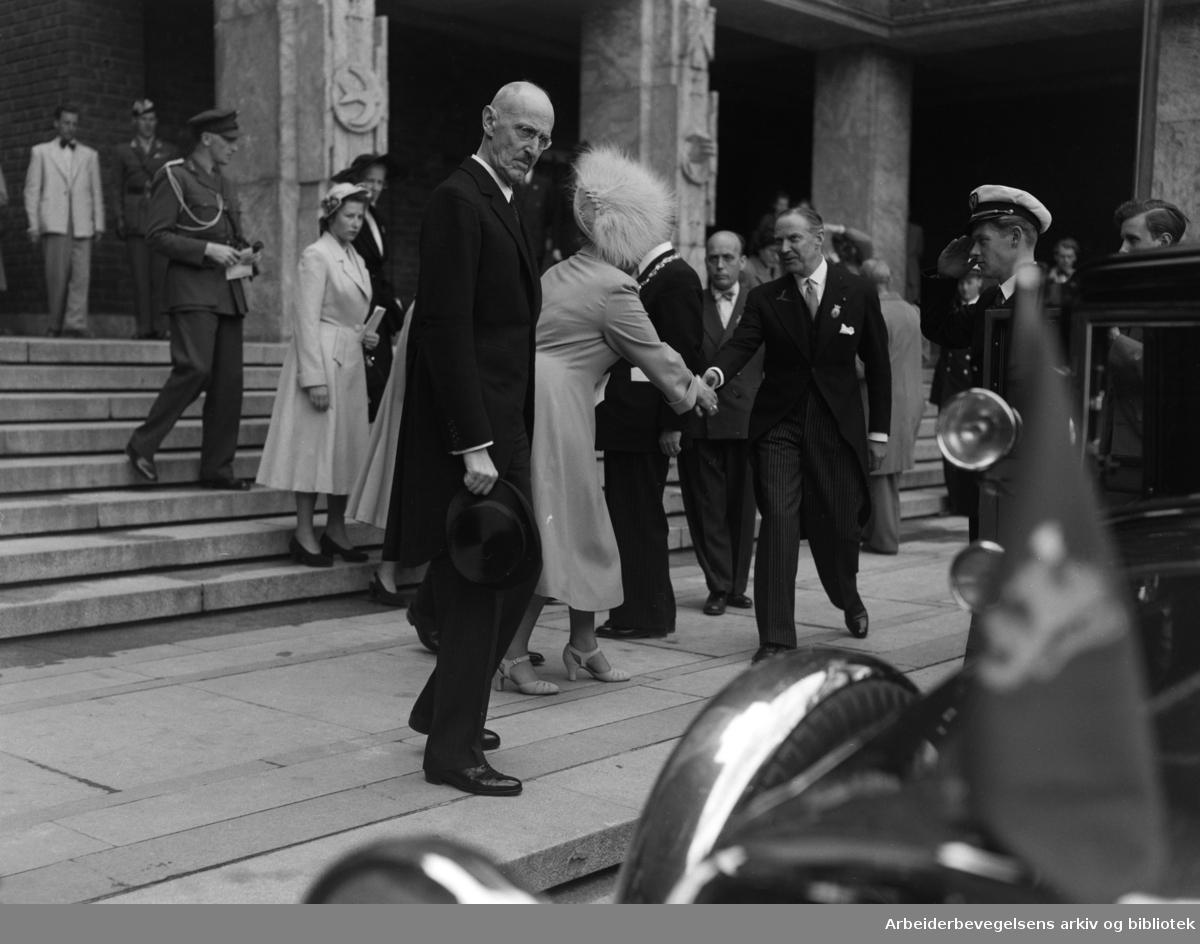 Rådhuset: Innvielsen. Kong Haakon. Mai 1950
