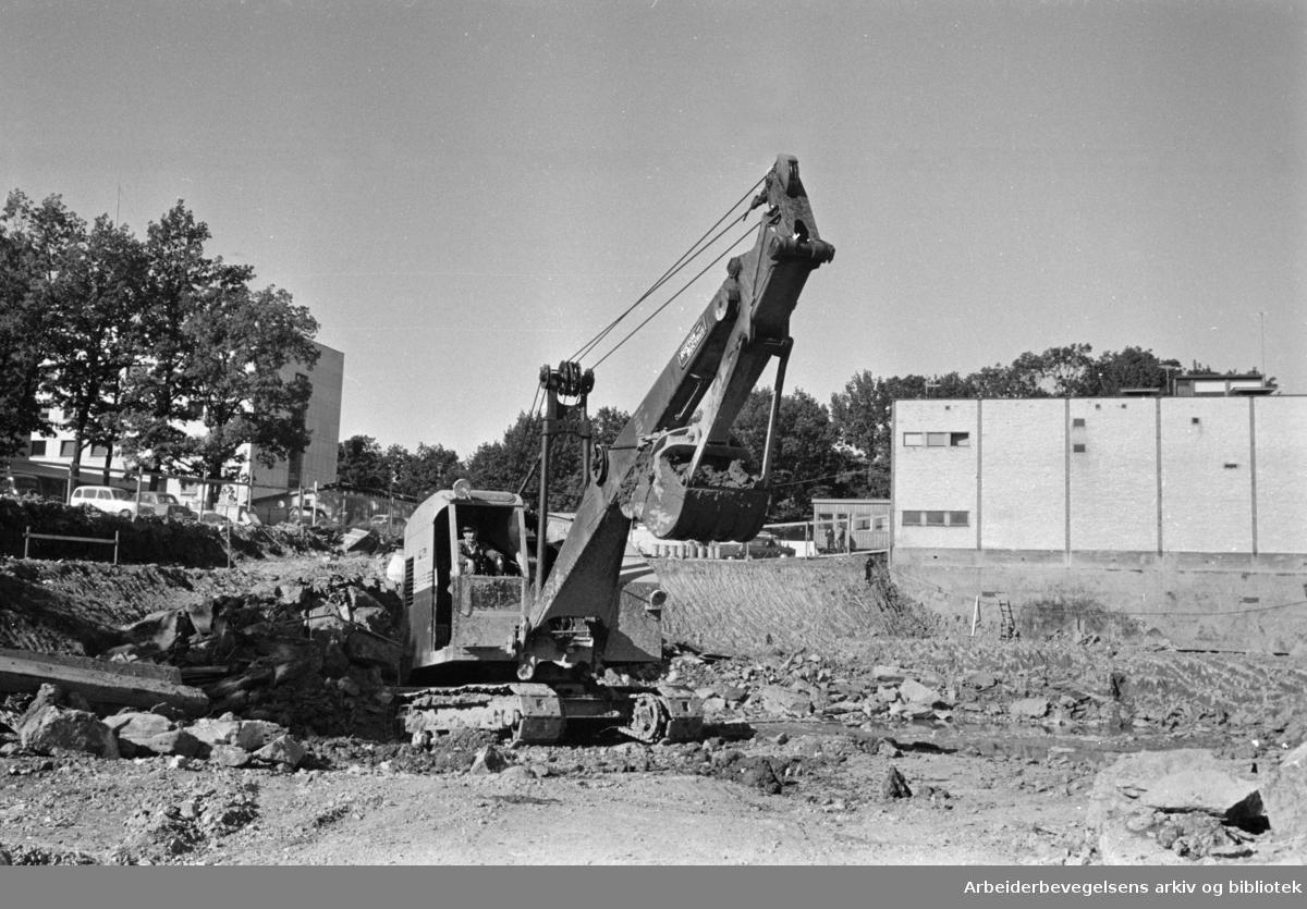 Marienlyst: Fjernsynet. Det graves ut for første byggetrinn i 8 mål fjernsynshus. September 1963