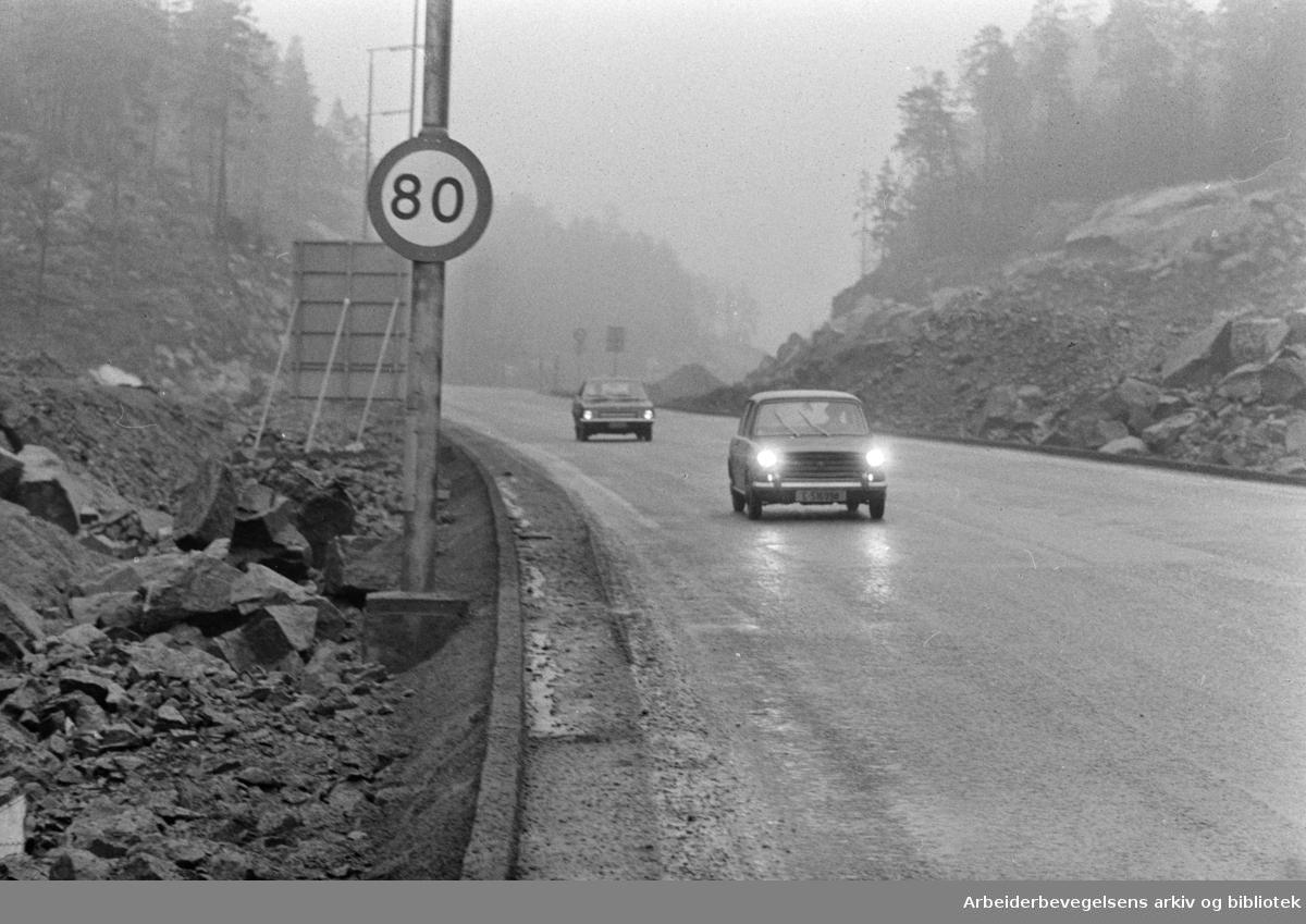 Mosseveien. Fartsgrense, 80 km. på Mosseveien. Januar 1971