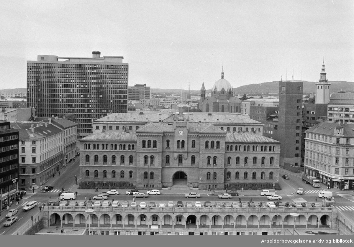Møllergata 19, eksteriører. Youngstorget. September 1972
