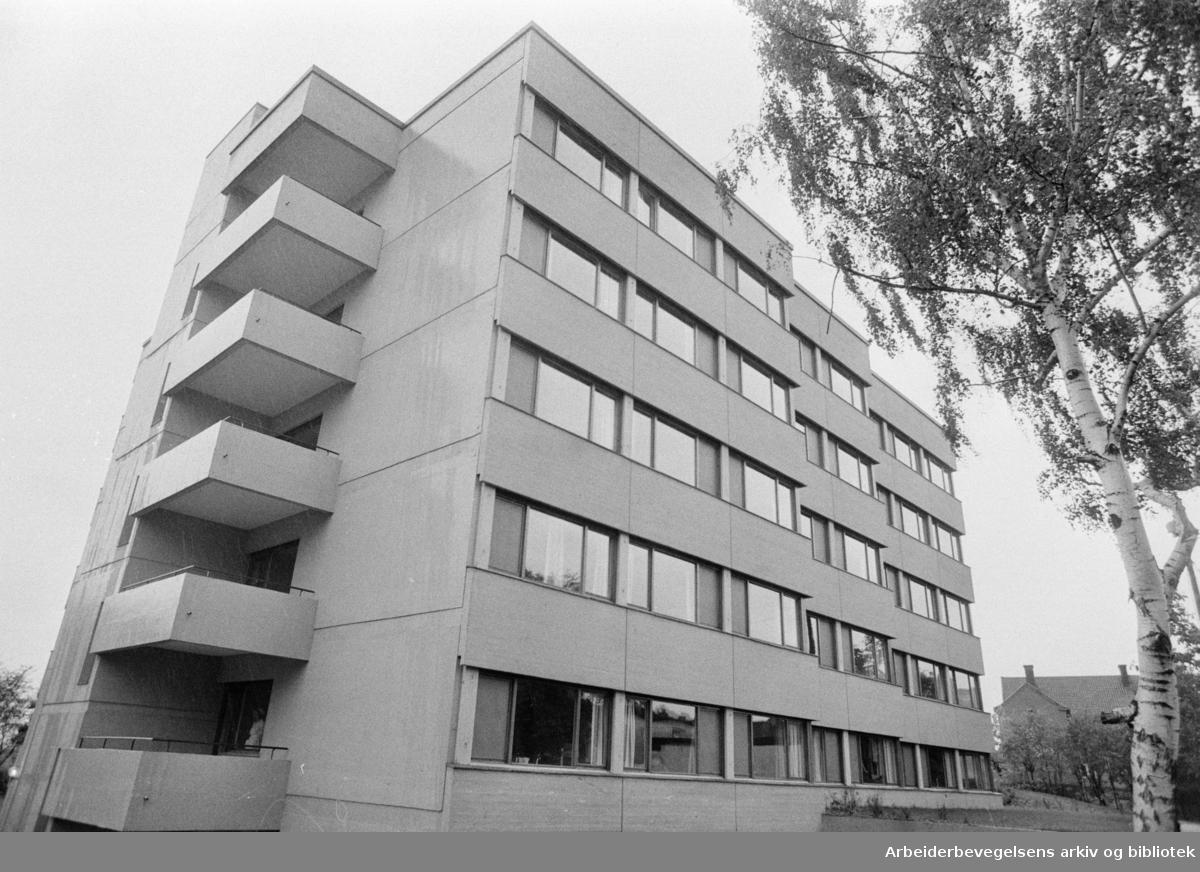 Lovisenberggaten 7. Cathinka Gulbergs eldresenter. September 1973