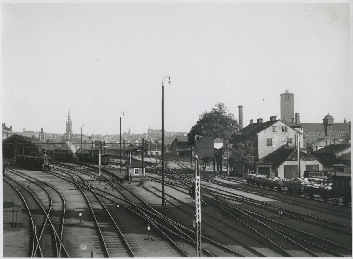 Statens Järnvägar, SJ, Bangården från Kungsbron 2, början av 1920 talet Stadshuset torn ej färdigt det invigdes 1923.