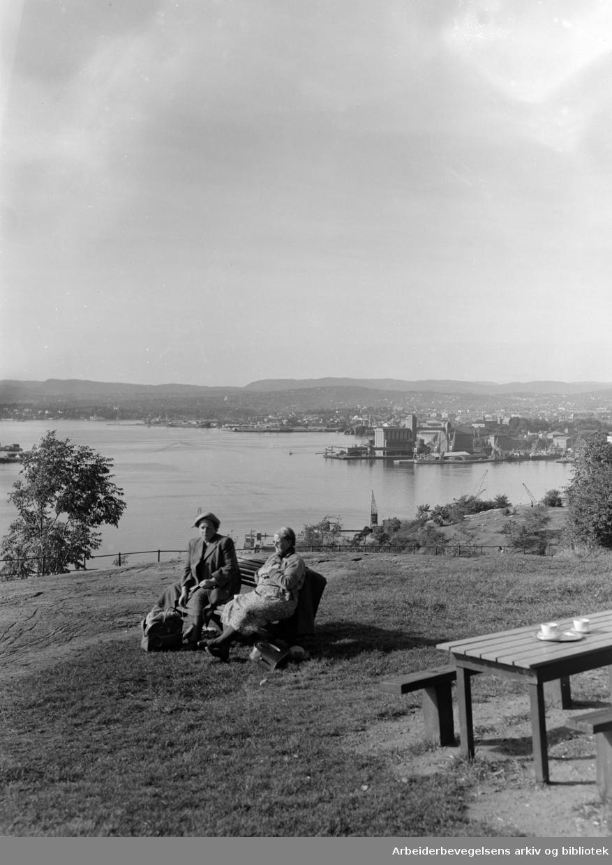 Ekeberg. Utsikt fra Ekeberg. September 1952.