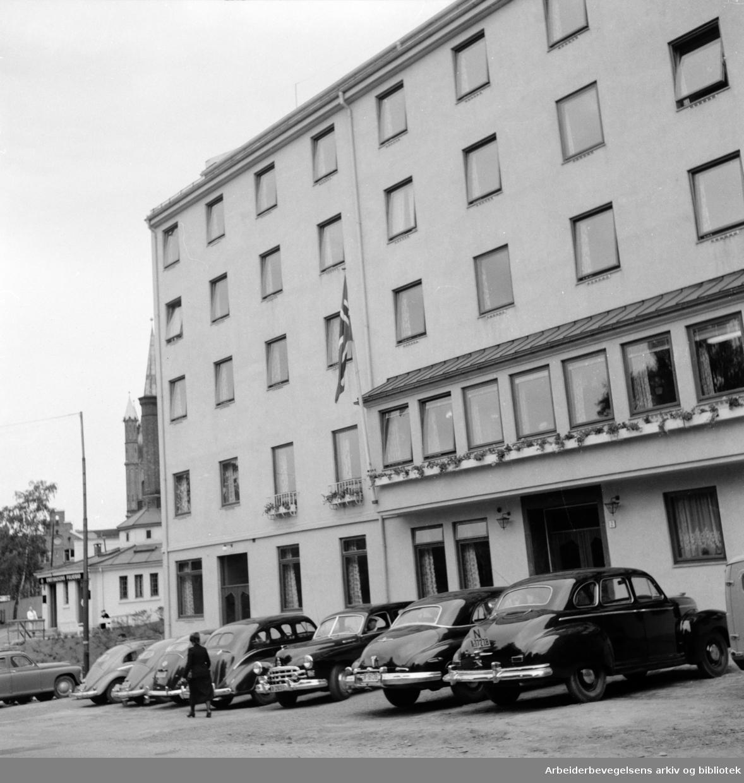 """""""Borgen"""". Frelsesarmeens pensjonat for unge kvinner..Juli 1956"""