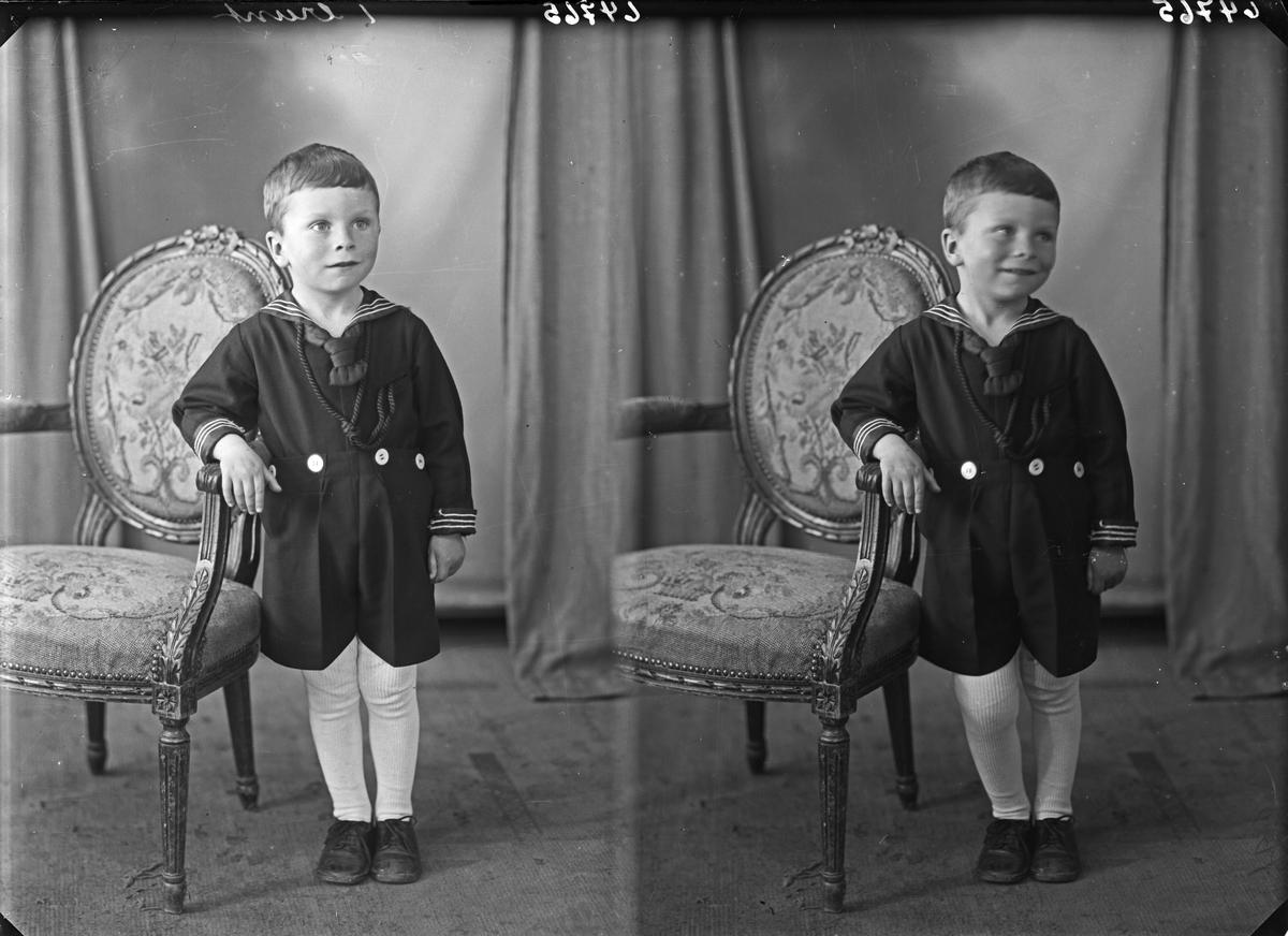Portrett. Ung gutt. Bestilt av Ragnvald Pedersen. Gård.