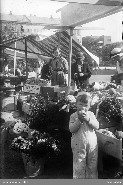 torg, gutt, bod, kvinner, torgkoner, torghandel, frukt, grønnsaker, bygårder