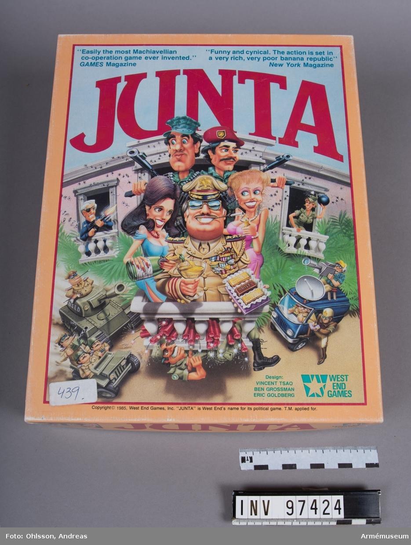 Spelet består av en spelplan som föreställer en fiktiv stad, cirka 60 spelkort, en bunt med fiktiva sedlar, två plastpåsar med sammanlagt omkring 150 fyrkantiga spelmarkeringar i papp i blandade färger, samt ett häfte och ett löst blad med spelinstruktioner. Spelkartongen innehåller även ett kuvert med ytterligare en spelplan, instruktionshäften, spelkort, fiktiva sedlar, samt en tändsticksask med spelmarkeringar.