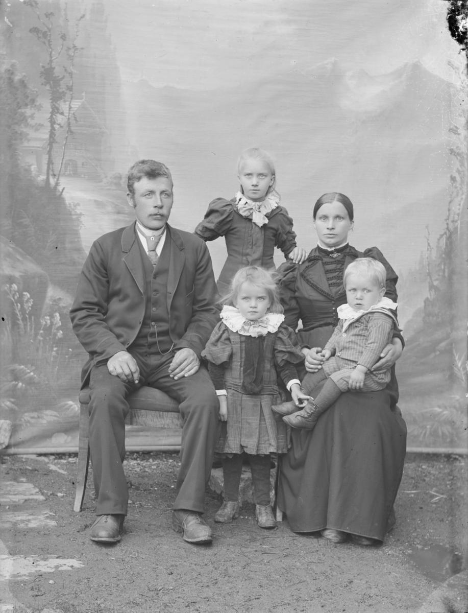 Erik Bellingmo f 1864 med kone og tre små barn