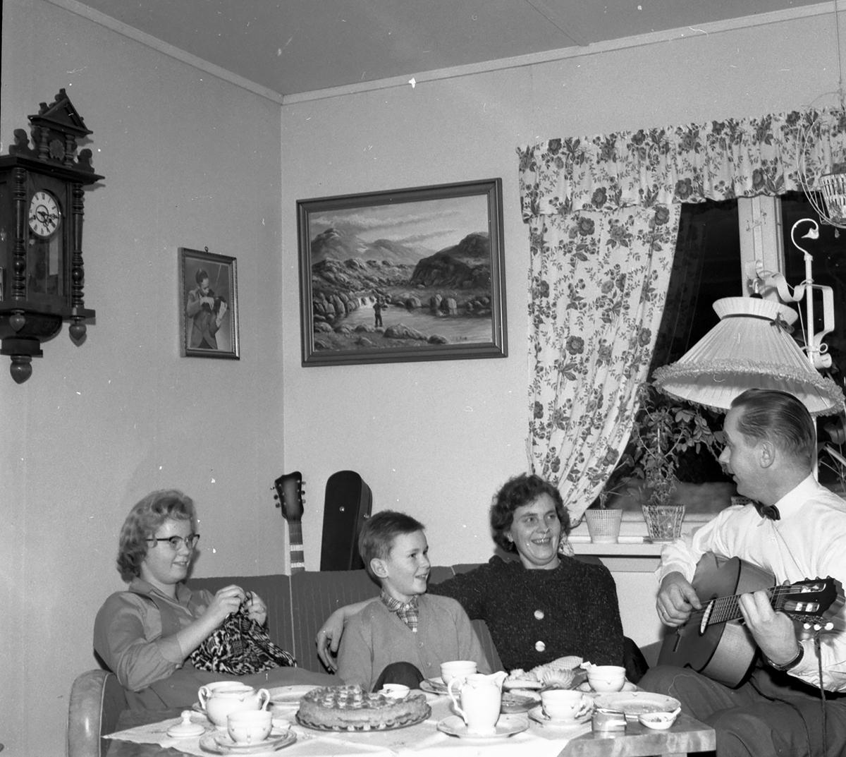 Vidar Sandbeck med familie: kona Gerd,datter Anne Lise og sønn Trond