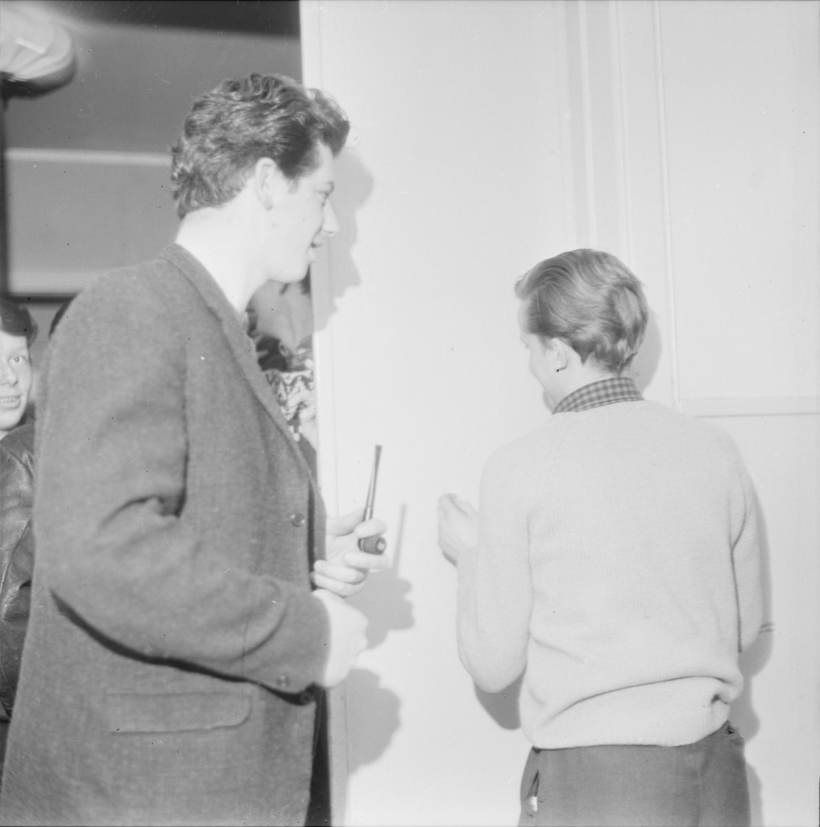"""""""Ungdomar lär keramik"""", Valsätra ungdomsgård, Uppsala 1965"""