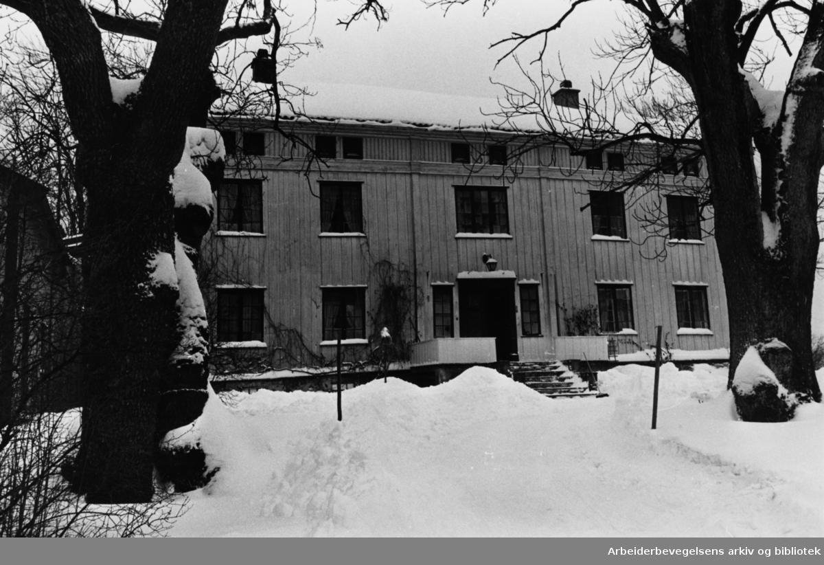 Abildsø. Nordre Abildsø gård. April 1980