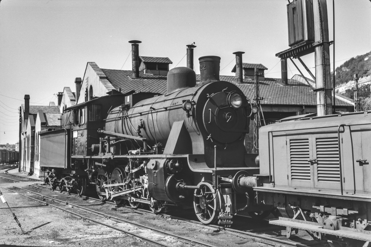 Damplokomotiv type 24b nr. 222 ved lokomotivstallen i Bergen.