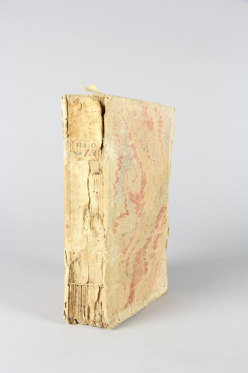 """Bok, häftad, """"Mémoires de Charles-Louis Baron de Pöllnitz"""", del 2. Pärm av marmorerat papper, oskuret snitt."""