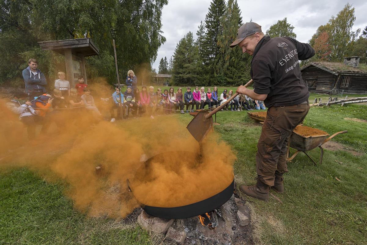 Røsting av jernmalm (Foto/Photo)