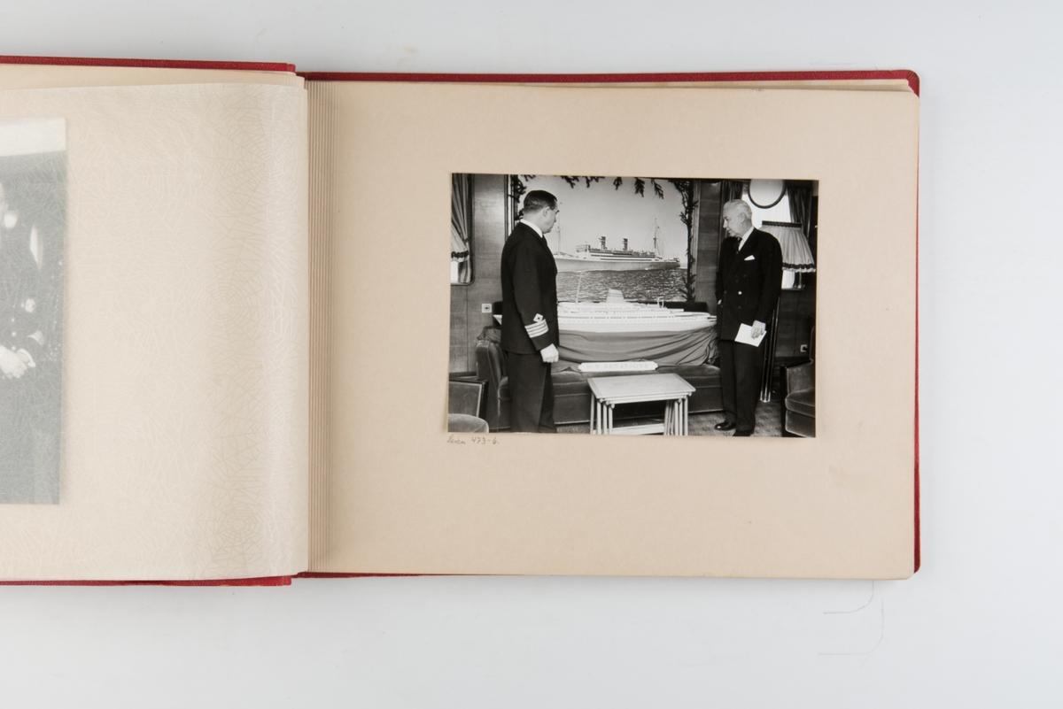 Fotoalbum med fotografier av besetningsmedlemmer fra D/S 'Stavangerfjord', og skipets siste reise i november 1963.
