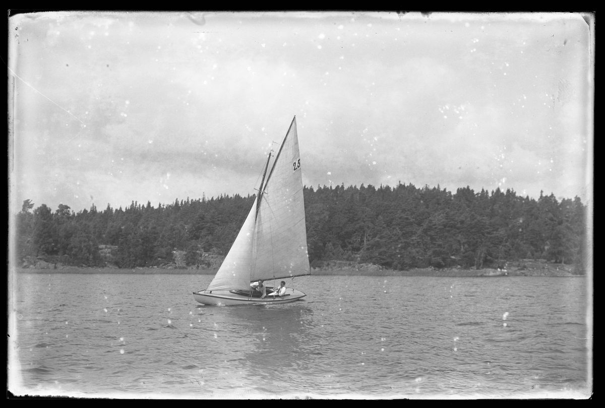 Segelbåten Yssa fotograferad i samband med en kappsegling.