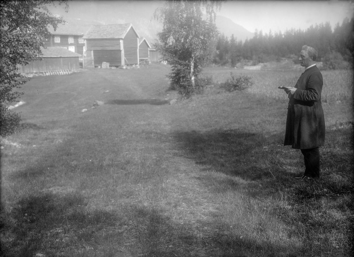 Katolsk prest Olav Offerdahl på Bådstø