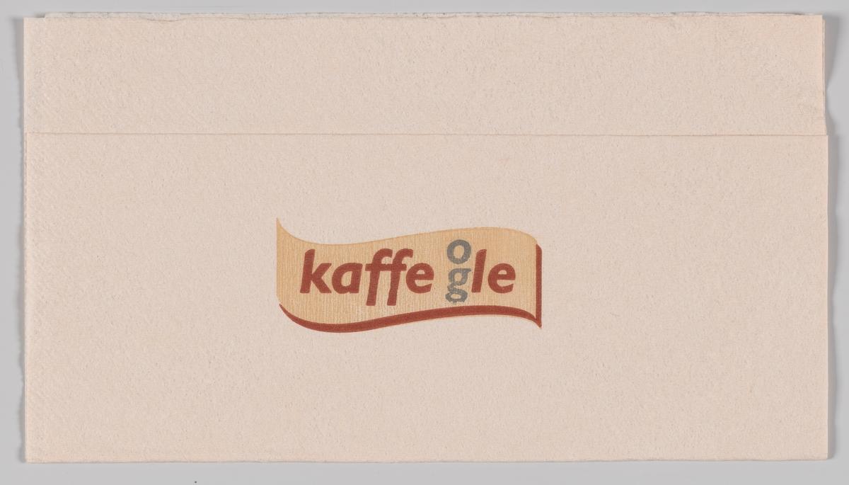 Et bølget skilt med reklametekst for Kaffe og le.