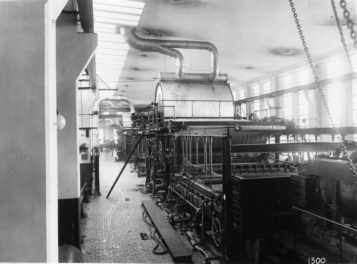 Pappersbruket vid Skoghall. Två yankeemaskiner, vardera med cylinderdiameter av 4200 mm och en cylinderlängd av 4000 mm och 4700 mm repektive. Levererad av AB Karlstads Mekaniska Werkstad.