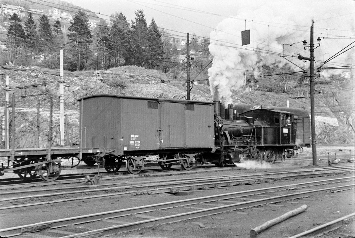 Damplokomotiv type 25d nr. 422 i skiftetjeneste på Bergen stasjon.