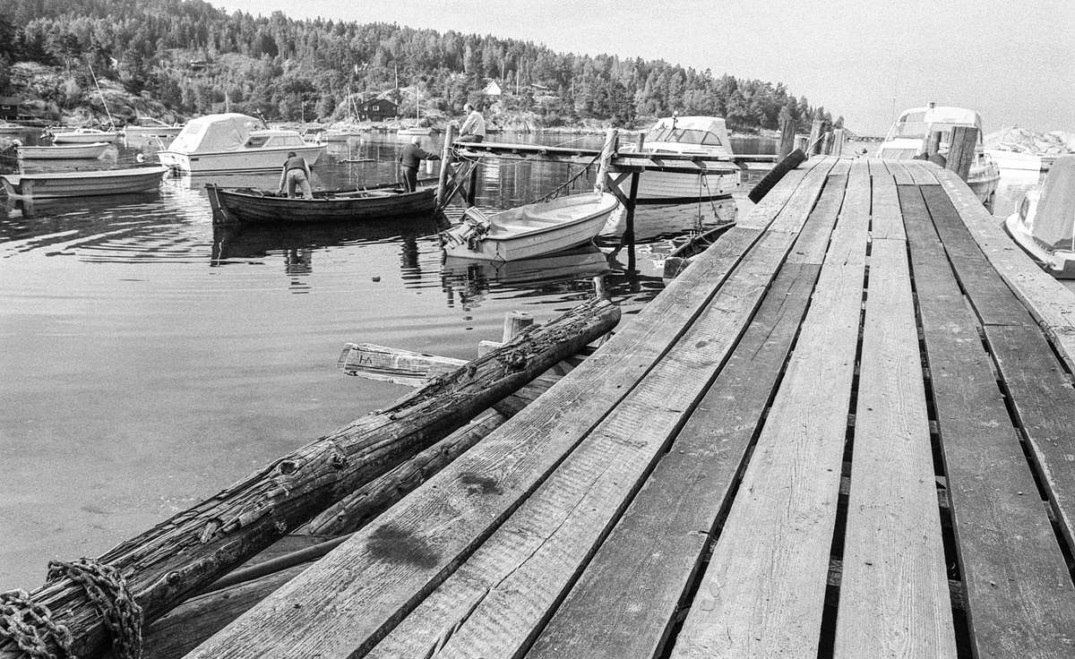 Kjøvangen ved Son. Koselig bukt med småbåter og hytter.