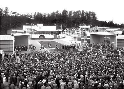 Festplassen på åpningsdagen for Østfoldutstillingen 5. juni 1930.
