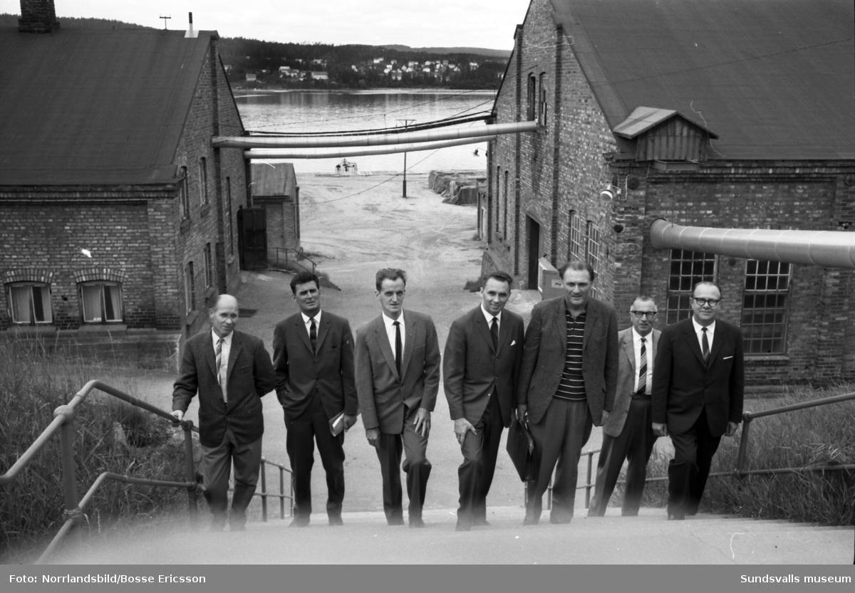 LO-delegation på besök i Nyhamns kemiska fabrik.