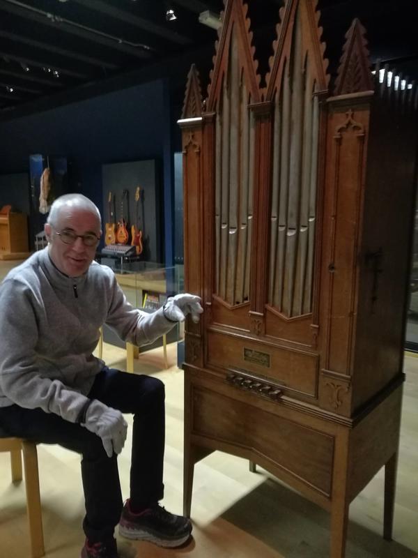 Du må sveive på dreiepositivet manuelt for å få lyd. Foto Ringve Musikkmuseum (Foto/Photo)