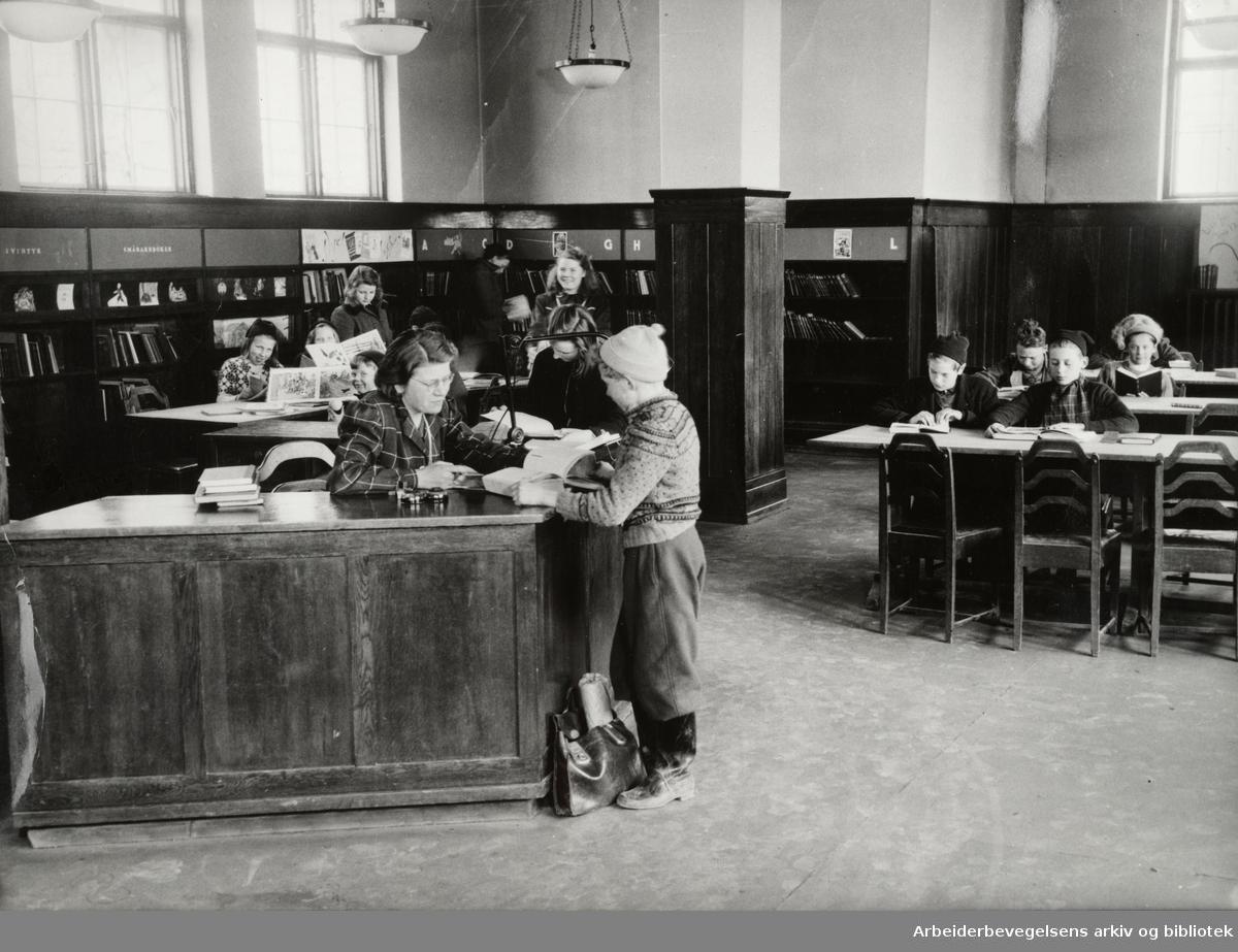 Deichmanske Bibliotek på Schous plass. 1949