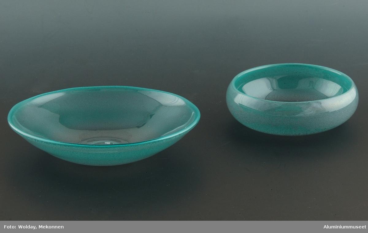"""Servise benyttet i A/S Nordisk Aluminiums representasjonsbolig """"Messa"""".  Setttet består av et fat og en bolle."""