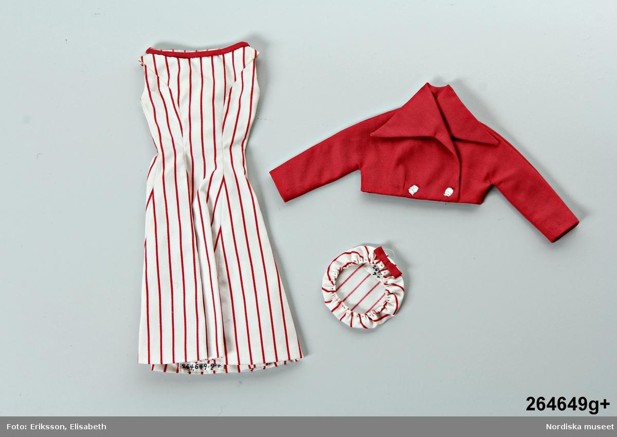 Katalogkort:  g) 1-2 1) klänning            2) jacka, bomull, vit-och rödrandig, mössa.