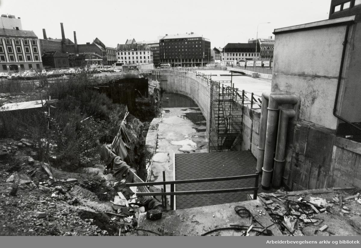Dittenkvartalet. Her skal VG-huset bygges og stå ferdig sommeren 1993. Oktober 1990