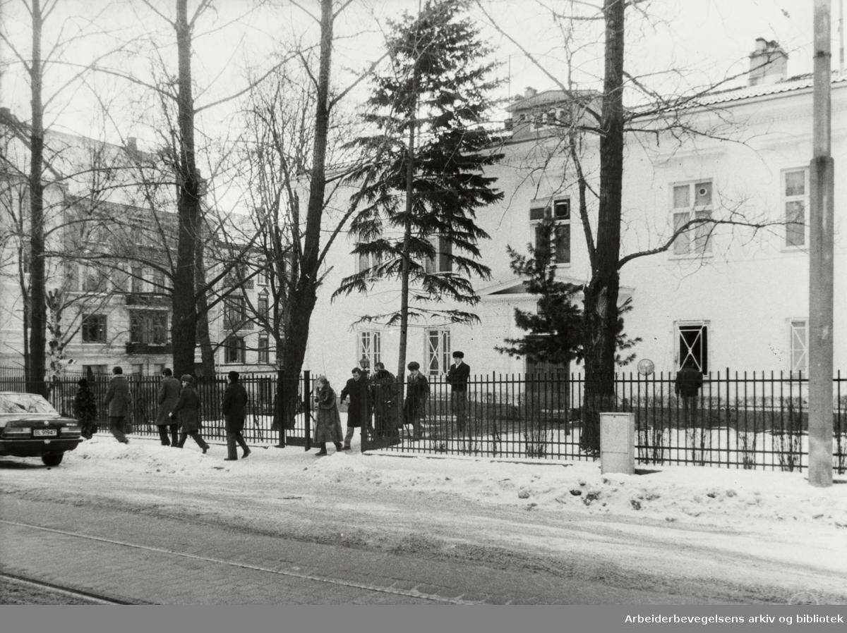 Drammensveien ved Sovjets ambassade. Januar 1994
