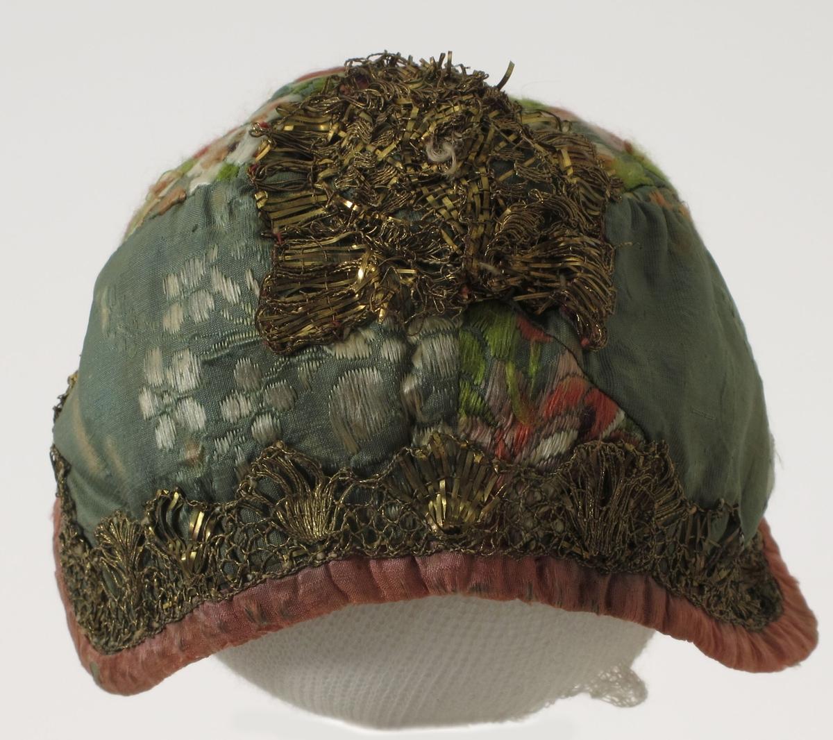 Blomster/ blad./ skjoldformet ornament