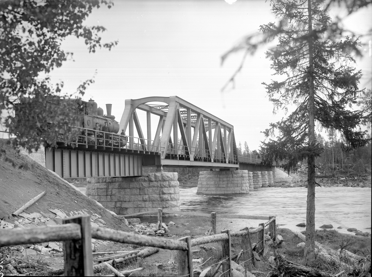 Bro över Ångermanälven vid Meselefors.
