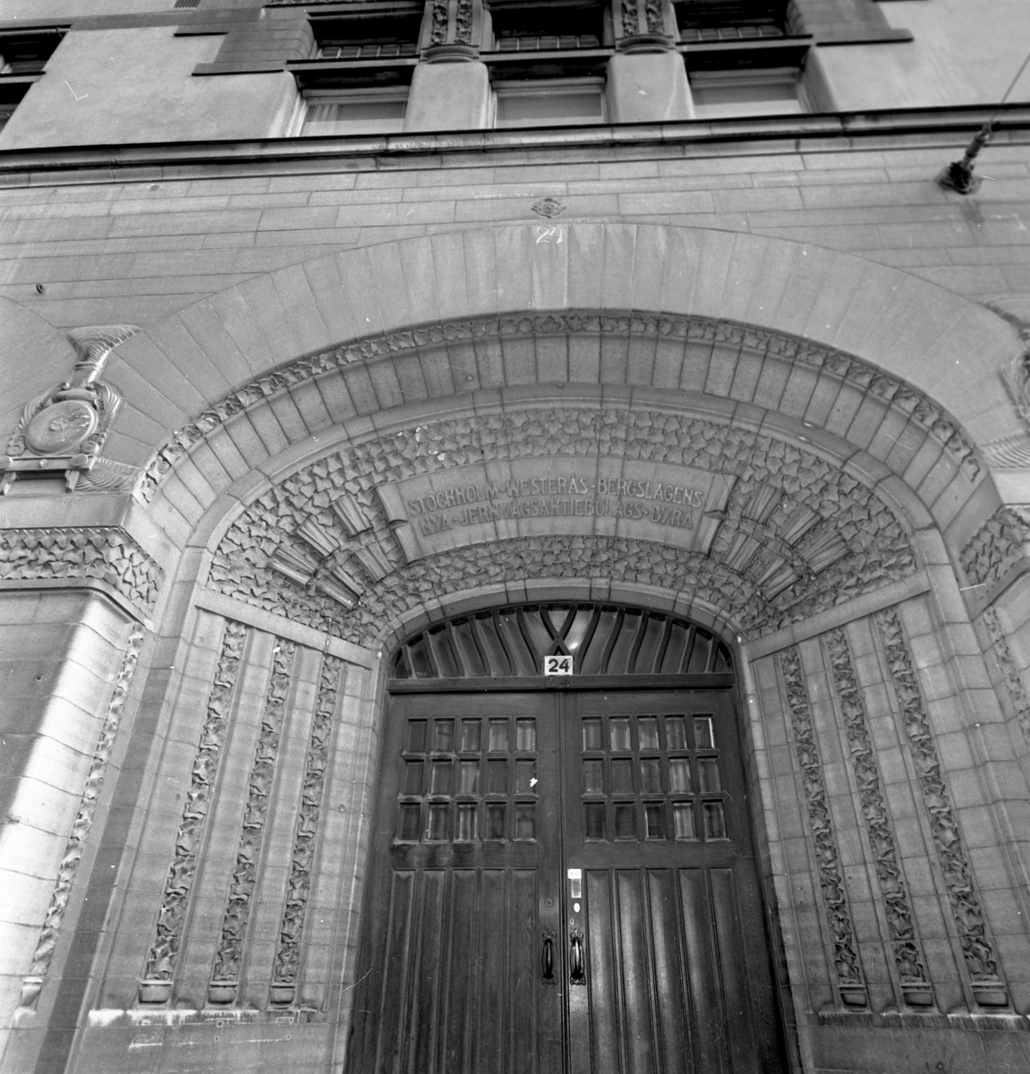 SWB-huset, entré. SWB-huset var en kontors- och bostadsbyggnad som tillhörde Stockholm–Västerås–Bergslagens Järnvägar och var beläget vid Vasagatan 24, Stockholm.