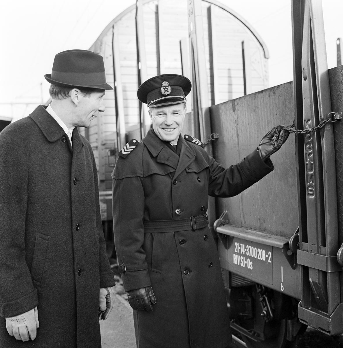 Stins Carl-Gusyf Gerdland och Underinspektör Inge Lindgren i uniform