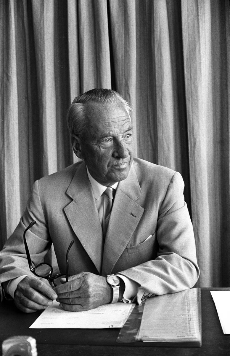 Majors avsked. Major W. Björnberg, mf avgång från tjänsten