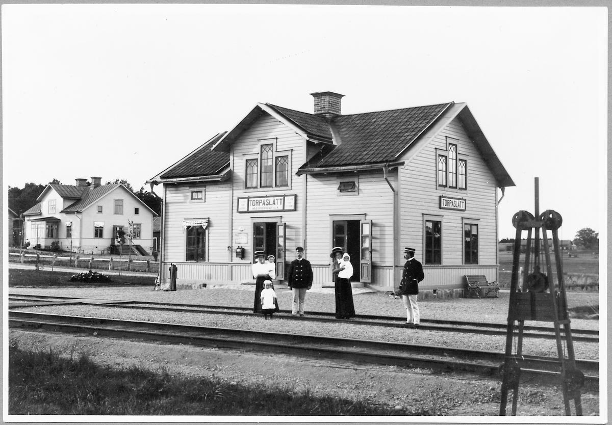 Torpaslätt station.