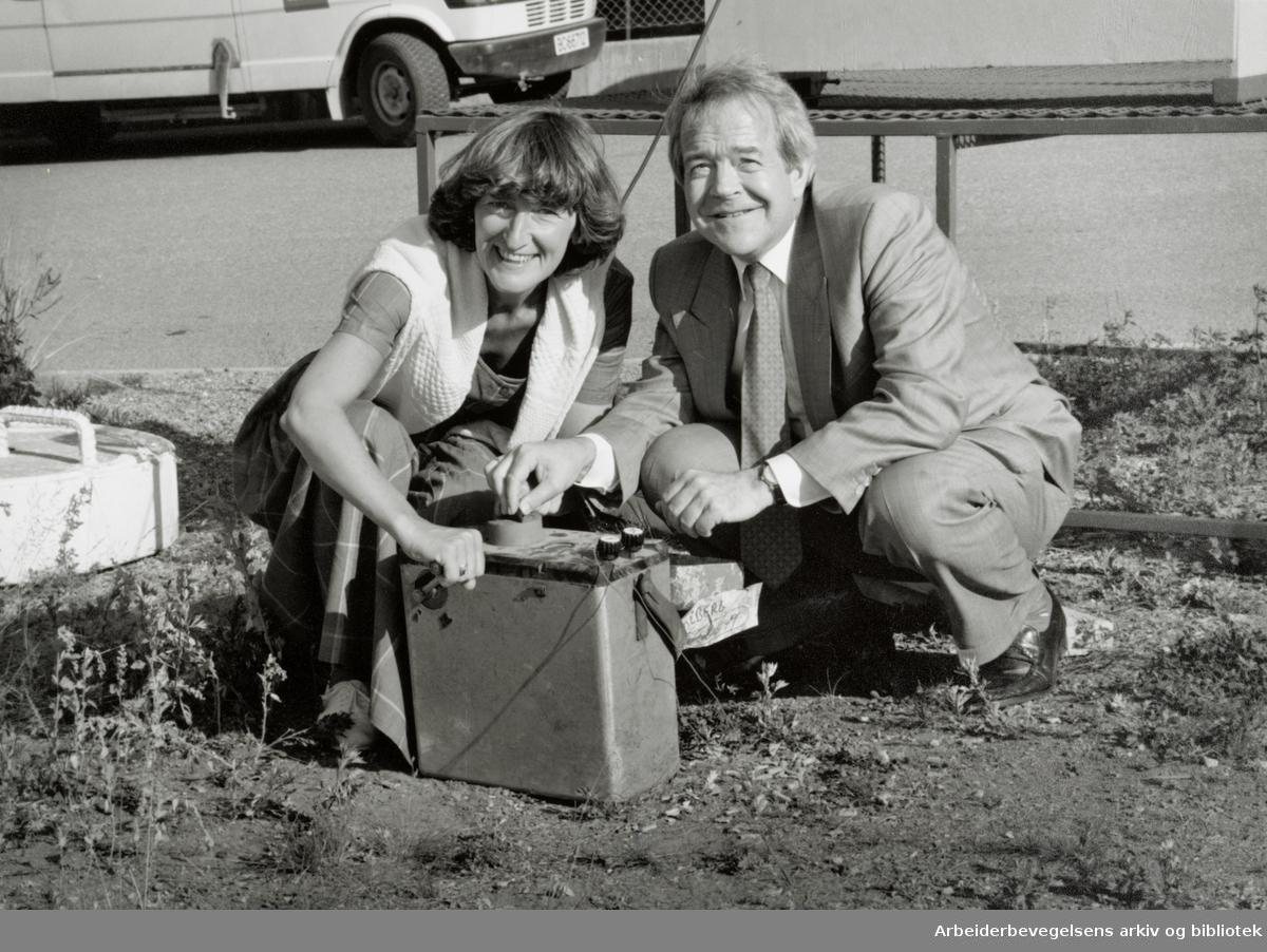 Ekebergtunnellene. Stortingsrepresentantene Anders C. Sjaastad og Sissel Rønbeck detonerte bomben som laget hull i tunnellen. Juli 1993