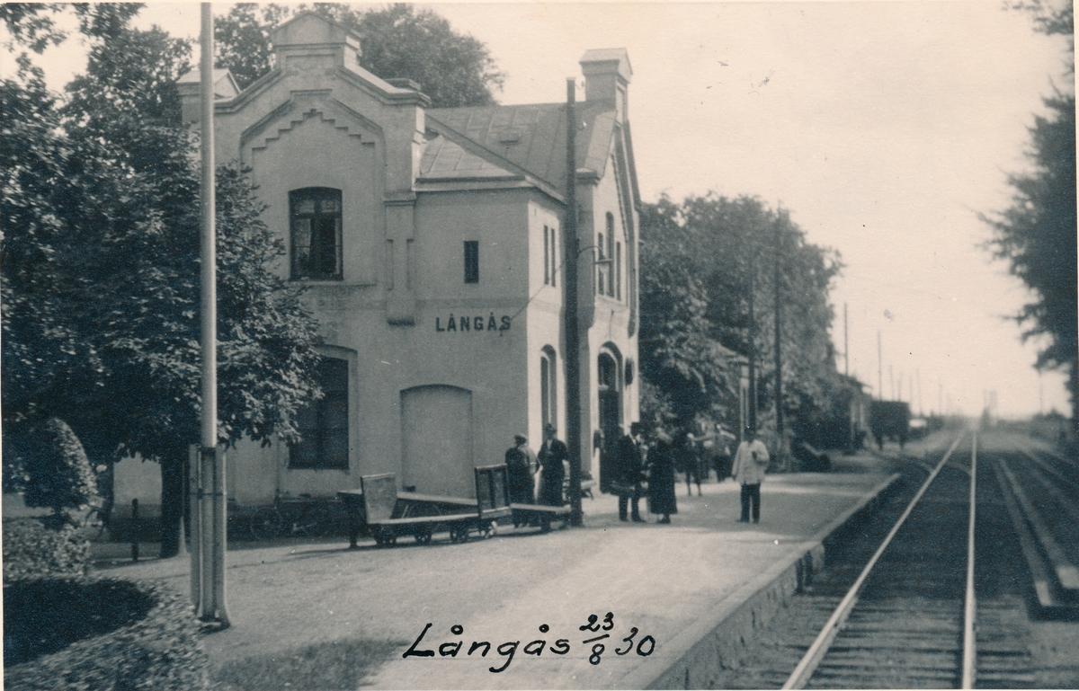 Station anlagd 1885-86. En och enhalvvånings stationshus i sten.