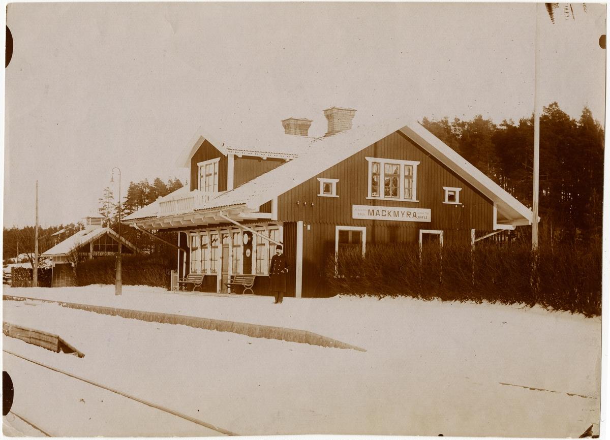 Stationen anlades 1901 och någon ombyggnad av stationshuset har sedan dess ej ägt rum. 1939 utökades bangården med ett spår