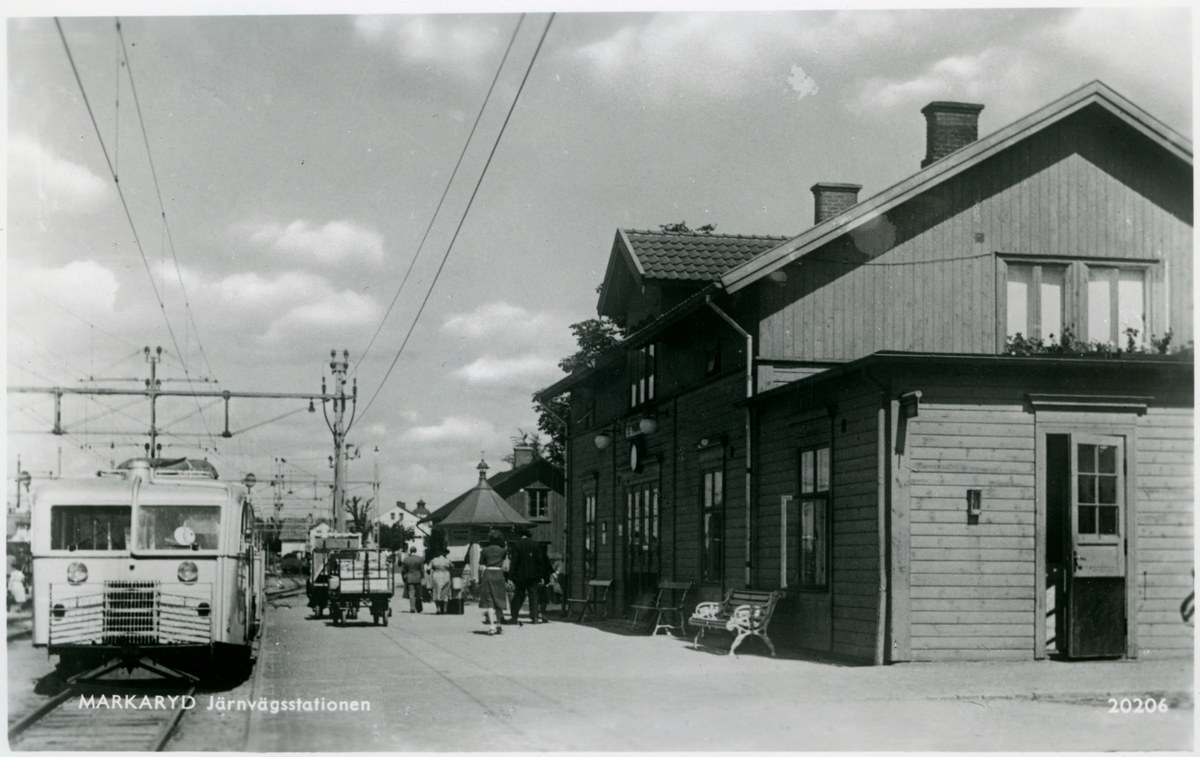 Statens Järnvägar, SJ Yd0/Y06b/Y06g/Y0. Rälsbuss på stationen.