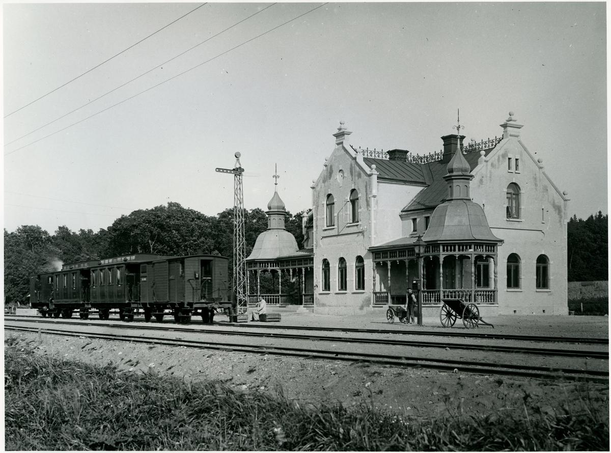 """Råbäcks station. Lidköping - Skara - Stenstorps Järnväg, LSSJ 4 """"Victoria""""."""